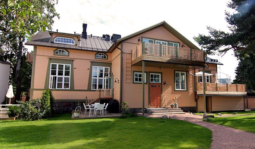 Karlbo Townhouse inner yard entrance.